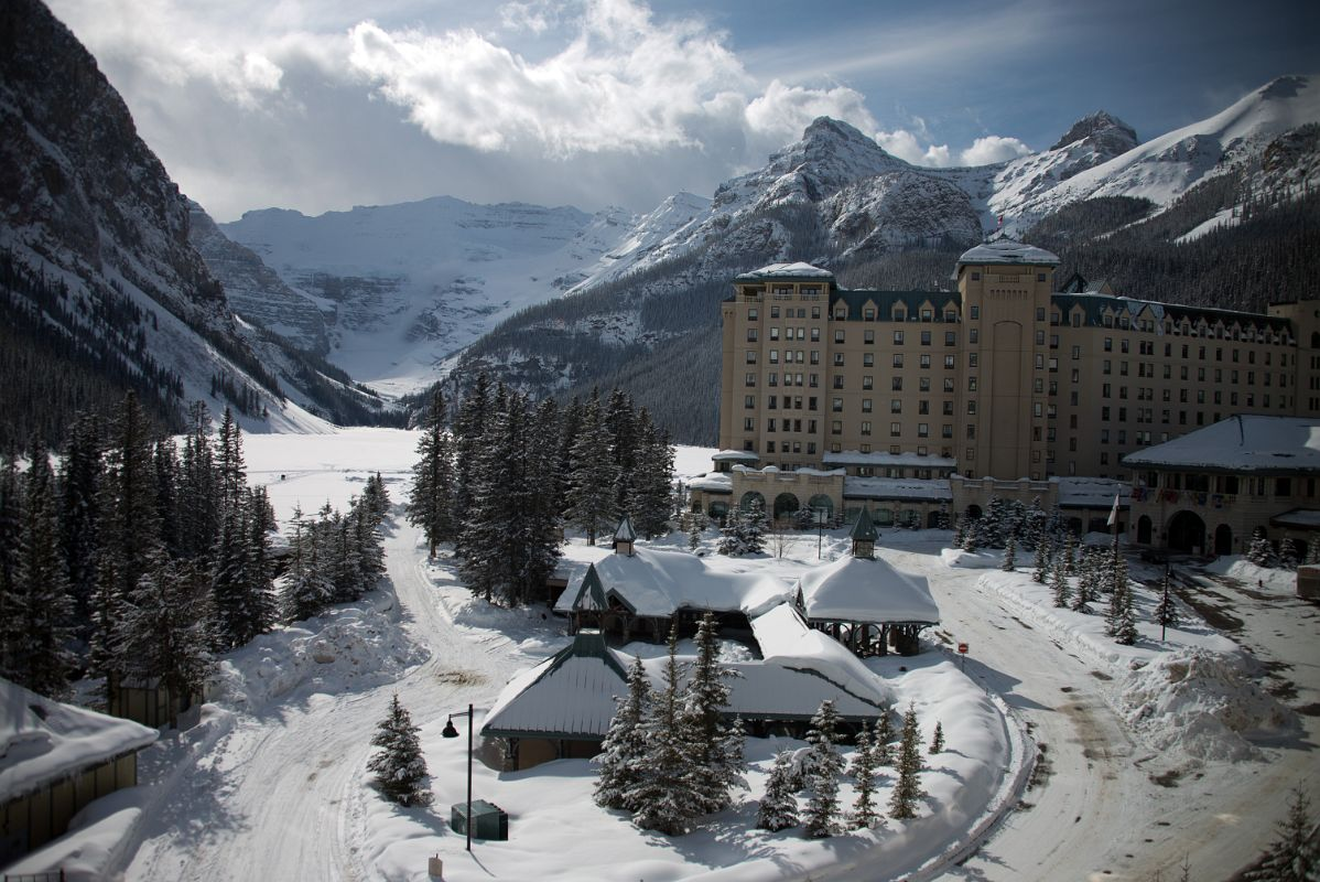 03a chateau lake louise daytime in winter with lake louise