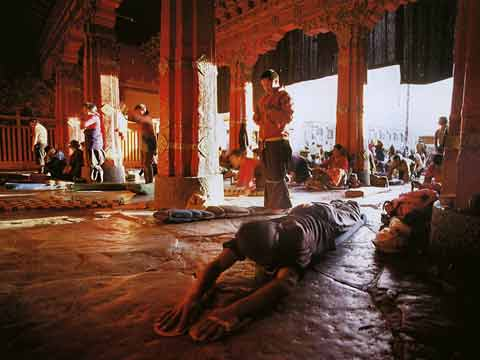 Pilgrims Prostrating At Jokhang Temple In Lhasa - Buddhism: Eight Steps To Happiness by Dieter Glogowski book