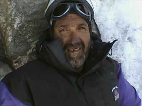 A Physically Beat Juanito Oiarzabal Descending From K2 Summit July 27, 2004 - K2: El Gran Cristal Y El Leon Domado (Al Filo De Lo Imposible) DVD