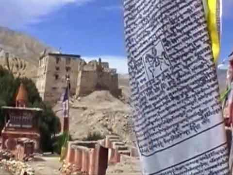Tsarang chorten and Dzong (fort) - Lo Monthang Youtube Video by Ed van der Kooy and Piet Warffemius