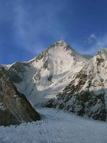 Gasherbrum I From Gasherbrums Base Camp - Los Ochomiles: Karakorum e Himalaya book