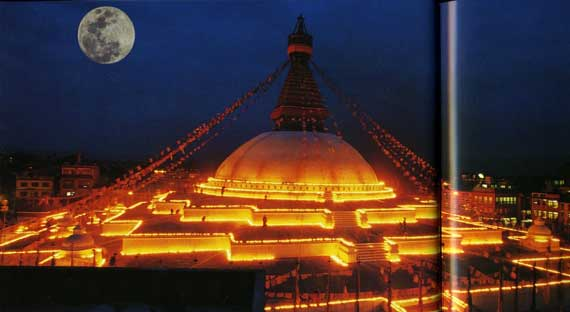 Boudhanath lit up with moon - Nepal: Wo Shiva auf Buddha trifft book