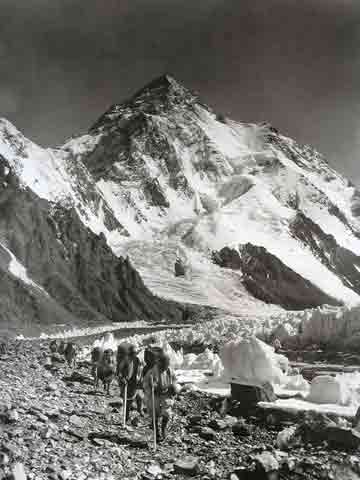 K2 With Porters On Godwin Austen Glacier 1909 - Summit: Vittorio Sella book