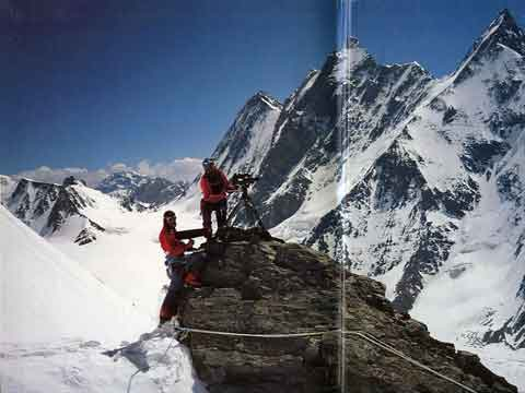 Julie Tullis And Kurt Diemberger Filming At 6000m On Abruzzi Ridge 1986 - Endless Knot: K2 Mountain Of Dreams And Destiny book