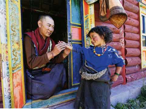 A doctor take the pulse of a nomad girl from Tsatsa in eastern Tibet - Tibet An Inner Journey book