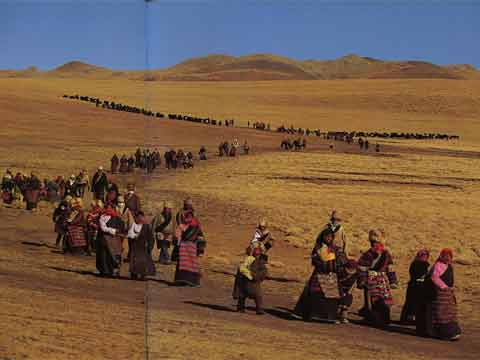 Nomads circumambulate a stupa on a hill in the Nagchu region on the Lhabab Duchen Fe3stival - Tibet Nomachi book